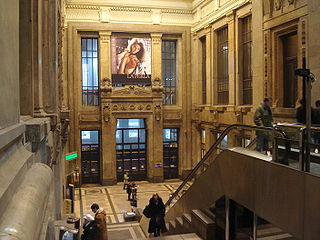 Milano - Stazione centrale - Atrio delle scale mobili - Foto Giovanni Dall'Orto - 1-1-2007 - 02.jpg