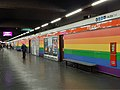 Milano - stazione metropolitana Porta Venezia - colori LGBT - 01.jpg