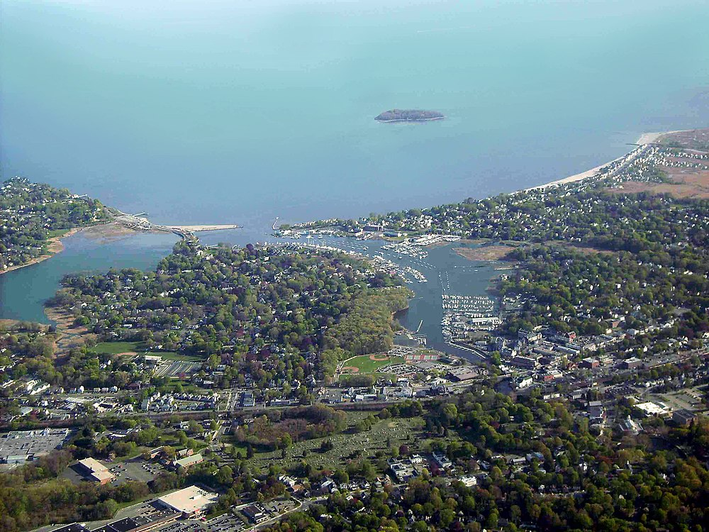 The population density of Milford in Connecticut is 810.55 people per square kilometer (2099.44 / sq mi)