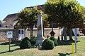 Monument aux morts à Jouars-Pontchartrain en 2013 6.jpg