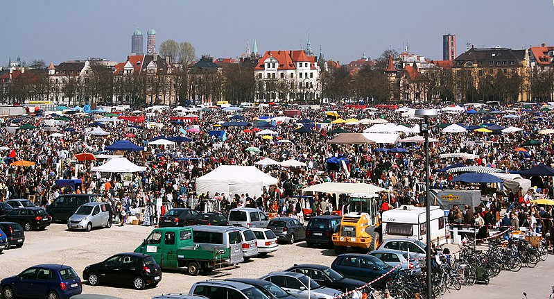 File:Munich-Theresienwiese-Flohmarkt.JPG