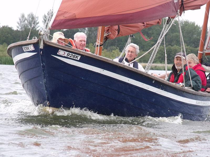 File:NNAB sailing on Barton Broad.jpg
