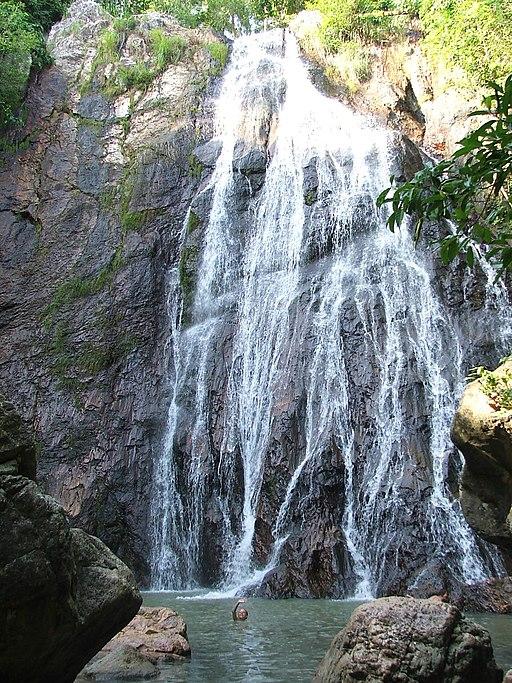 Na Muang Watefall - vodopády Na Muang - panoramio