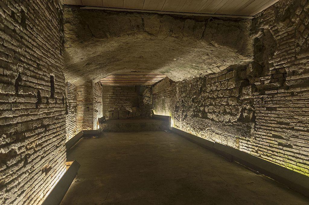 Ancien théâtre antique dans les souterrains de Naples - Photo de Dominik Matus