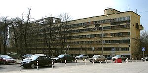 http://upload.wikimedia.org/wikipedia/commons/thumb/7/79/Narkomfin_Building_Moscow_2007_01.jpg/300px-Narkomfin_Building_Moscow_2007_01.jpg