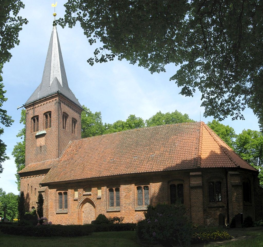 Nostorf Kirche 2008-05-23.jpg