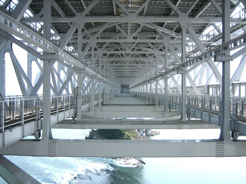 ファイル:Oh Naruto Bridge inside.JPG