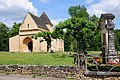 Old Roman church at Carsac with entrance attributes - panoramio.jpg