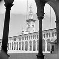 Omayaden moskee, het voorplein met bogengalerij en minaret, Bestanddeelnr 255-5907.jpg