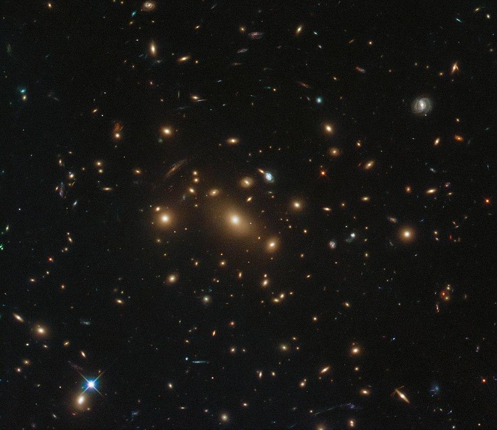 One galaxy, three supernovae RXC J0949.8+1707