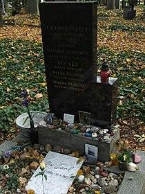 Ota Pavel grave Strasnice 4919.JPG