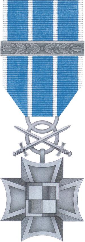 Military Cross of Merit (Poland) - Image: POL Lotniczy Krzyz Zaslugi z Mieczami 2x awers