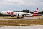 PT-MUB TAM Linhas Aéreas Boeing 777-32W(ER) coming n from Sao Paulo (GRU) @ Frankfurt - Rhein-Main International (FRA) - 15.07.2017 (35807407081).jpg