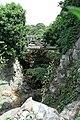 Parc des Buttes-Chaumont, petit pont en béton.jpg