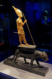 Paris - Toutânkhamon, le Trésor du Pharaon - Statuette de Toutânkhamon chevauchant une panthère noire vernie - 004.jpg