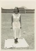 Parti av Ciudadela. Den 17 maj 1932. Solen står i zenit 12-34. Fru Linné, i bakgrunden Ciudadela - SMVK - 0307.a.0145.tif