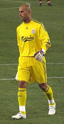 Pepe Reina - Reina playing for Liverpool in 2009 12087b0c9