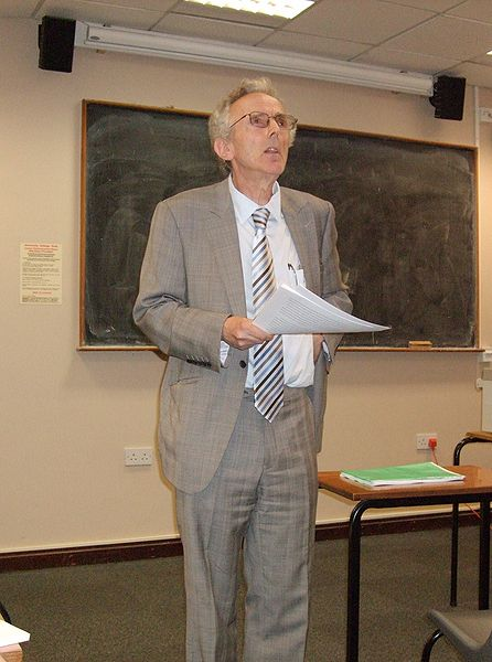 Peter Burke lecturing in 2009