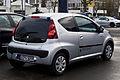 Peugeot 107 68 Style (2. Facelift) – Heckansicht, 26. Januar 2014, Ratingen.jpg