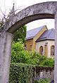 Pfarrhof und Kirche Tiefenpoelz.jpg