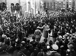 Sansepolcrismo - Piazza San Sepolcro, the 1919 gathering with Mussolini with the Blackshirts.