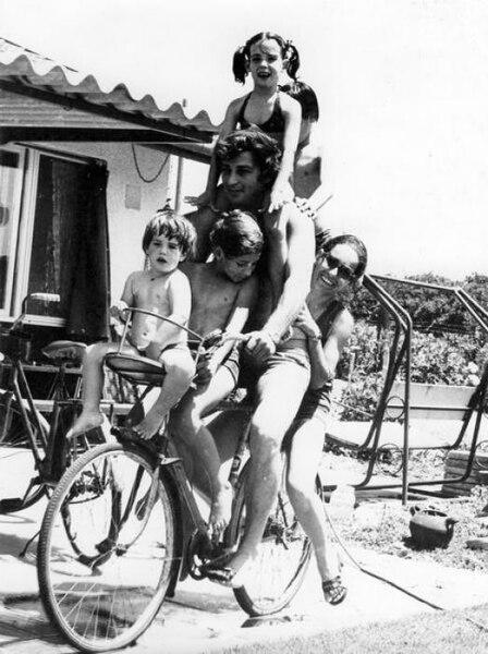 משפחה על אופניים