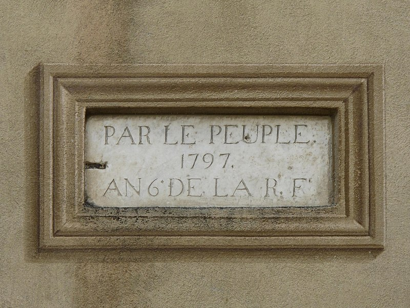 """Plaque on the French revolution on a wall of the Haut-de-Cagnes (Alpes-Maritimes, France). """"Par le peuple"""" means """"By the willing of people""""."""