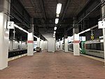 Platform of Hakata Station (local lines) 2.jpg