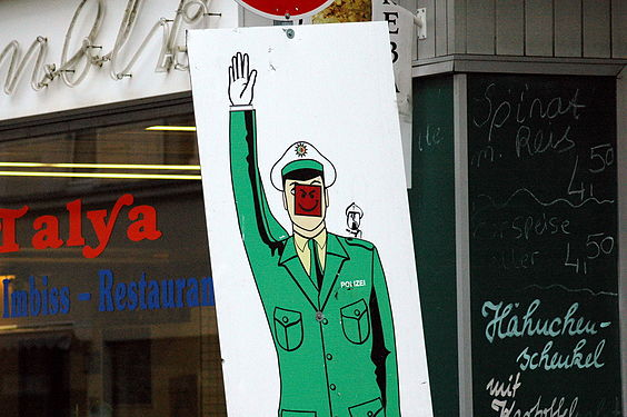 Police-smiley-cologne-2011.jpg