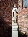Pomnik św. Jadwigi Śląskiej przy konkatedrze zielonogórskiej.jpg