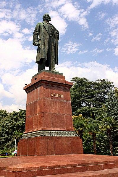 File:Pomnik Lenina w Jałcie 1.JPG