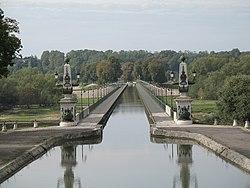 Pont Canal de Briare 45250.jpg
