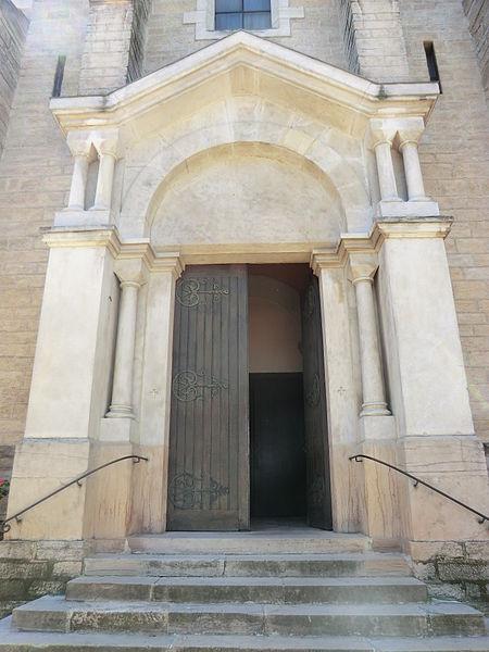 Porte de l'église d'Ambérieux-en-Dombes.