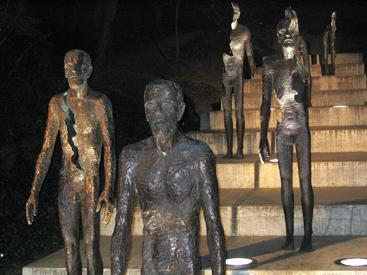 https://upload.wikimedia.org/wikipedia/commons/thumb/7/79/Prague_-_sculpture-communism.jpg/1200px-Prague_-_sculpture-communism.jpg