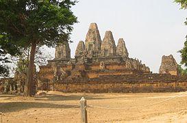https://upload.wikimedia.org/wikipedia/commons/thumb/7/79/Pre_Rup_temple.jpg/
