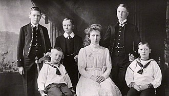 Prince Henry, Duke of Gloucester - The royal children in 1912: (l-r) Albert, John,  Henry, Mary, Edward and George
