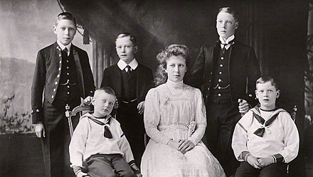 The royal children in 1912: (Back row l-r) Albert, Henry and Edward.