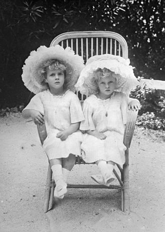 Princess Theodora of Greece and Denmark (1906–1969) - Princesses Margarita and Theodora of Greece in 1910.