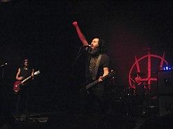 Prong Anfang 2008 in Graz, damals noch mit Monte Pittman (b., Mitte) und Aaron Rossi (d., rechts), links Tommy Victor