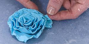 Cake decorating - A fondant rose edible cake decoration