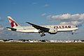 Qatar القطرية Boeing 777-200LR A7-BBB (15629943809).jpg