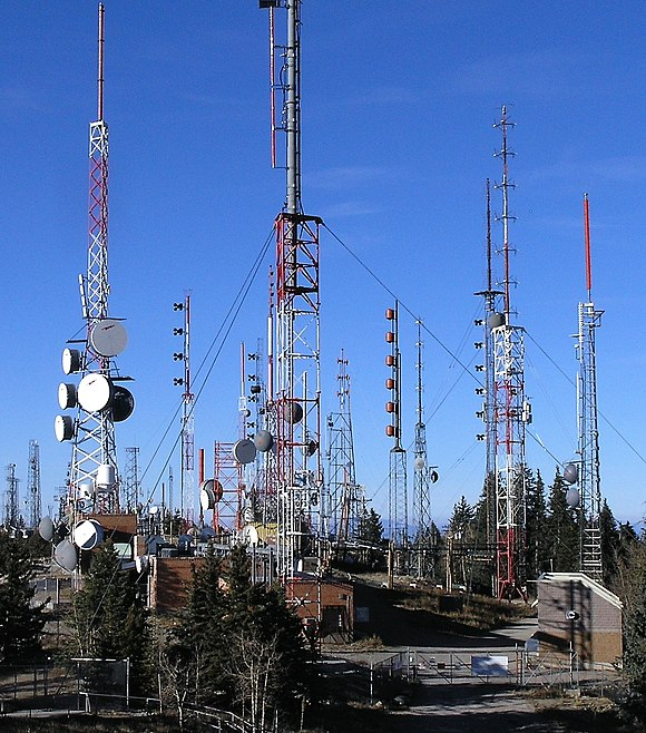 A variety of radio antennas on Sandia peak near Albuquerque, New Mexico, US. Transmitting antennas are often located on mountain peaks, to give maximum transmission range. Radio towers on Sandia Peak - closeup.jpg