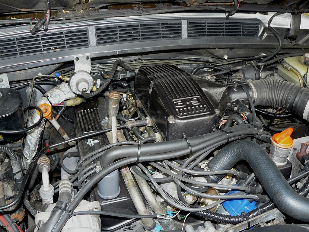 File:Range Rover 3.9 V8 engine.jpg