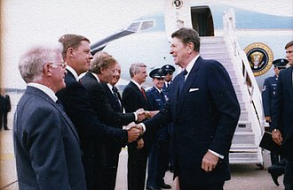 Johnny Isakson - Isakson greeting President Ronald Reagan in 1986