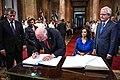 Reyes de Noruega en el Congreso Argentino 06.jpg