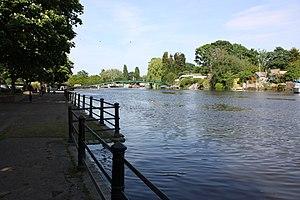 English: River Thames, Twickenham Riverside