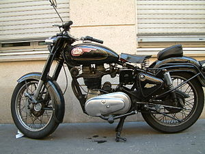 Royal Enfield (India) - Bullet with plain Enfield tank badge