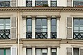 Rue des Vinaigriers (Paris), numéro 55, fenêtres 04.jpg