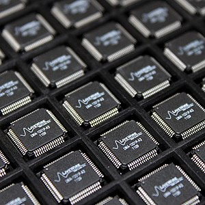 Application-specific integrated circuit - A tray of application-specific integrated circuit (ASIC) chips