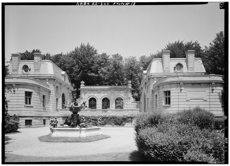 File:STABLES AND GARAGE, LOOKING NORTH - The Elms, Bellevue Avenue, Newport, Newport County, RI HABS RI,3-NEWP,60-13.tif